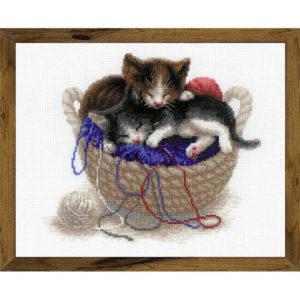 Riolis - Kittens In A Basket - 1724 | The Knitting Club